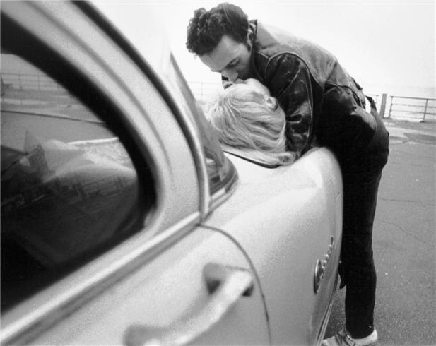 R-101 JOE STRUMMER KISS ON CAR_Gruen